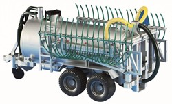 Bruder Barrel trailer with spread tubes
