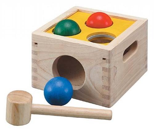Plan Toys houten hamer en bal spel