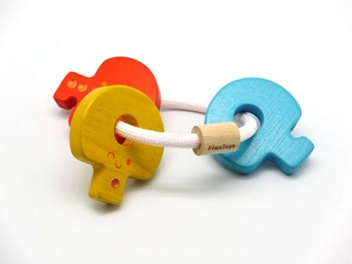 Plan Toys houten rammelaar sleutels gekleurd
